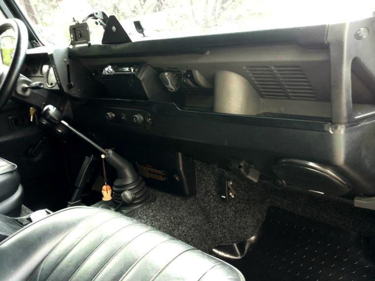 Land rover defender 110 white 2000 interior right dash for Land rover 2000 interior
